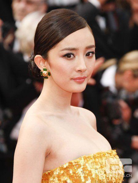 《锈与骨》首映 杨幂黄色低胸裙PK郝蕾深V透视装(2)