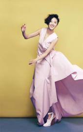 桂纶镁展现女人的洒脱登封面